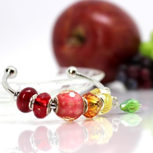 リンゴのガラスビーズ